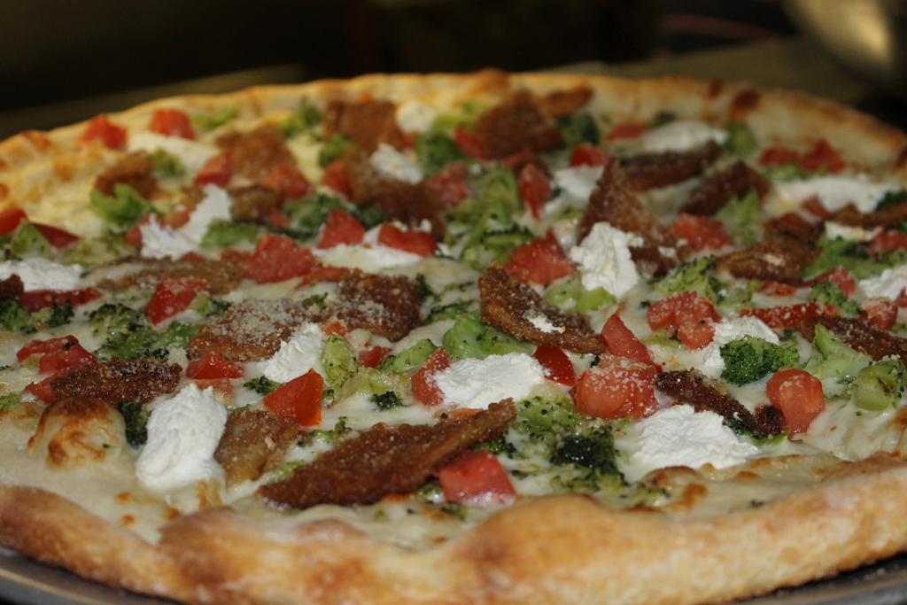 Florentine Pizza (Broccoli, Tomato, Eggplant, Ricotta Cheese and Garlic)